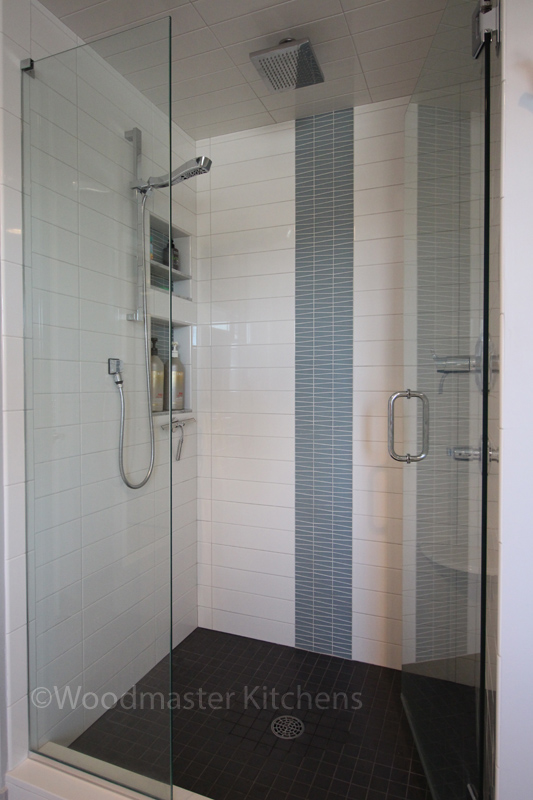 Bathroom design with tile feature
