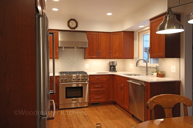 Small kitchen design with refrigerator and oven.