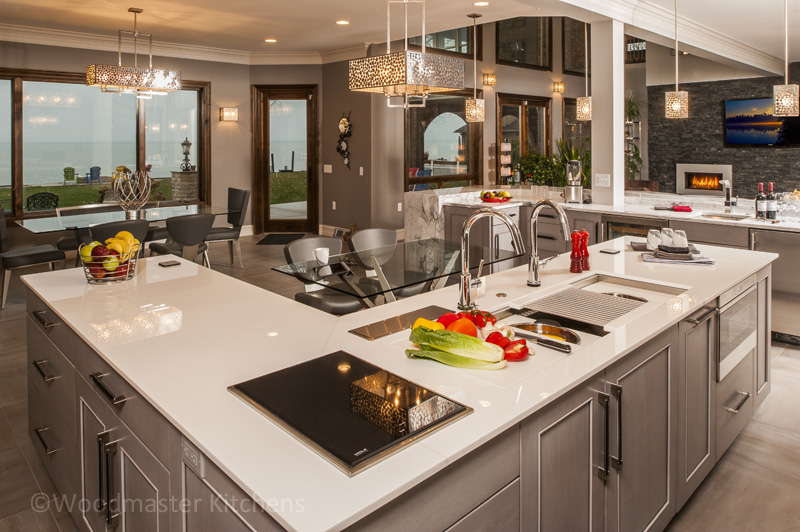 Kitchen design with three sinks.