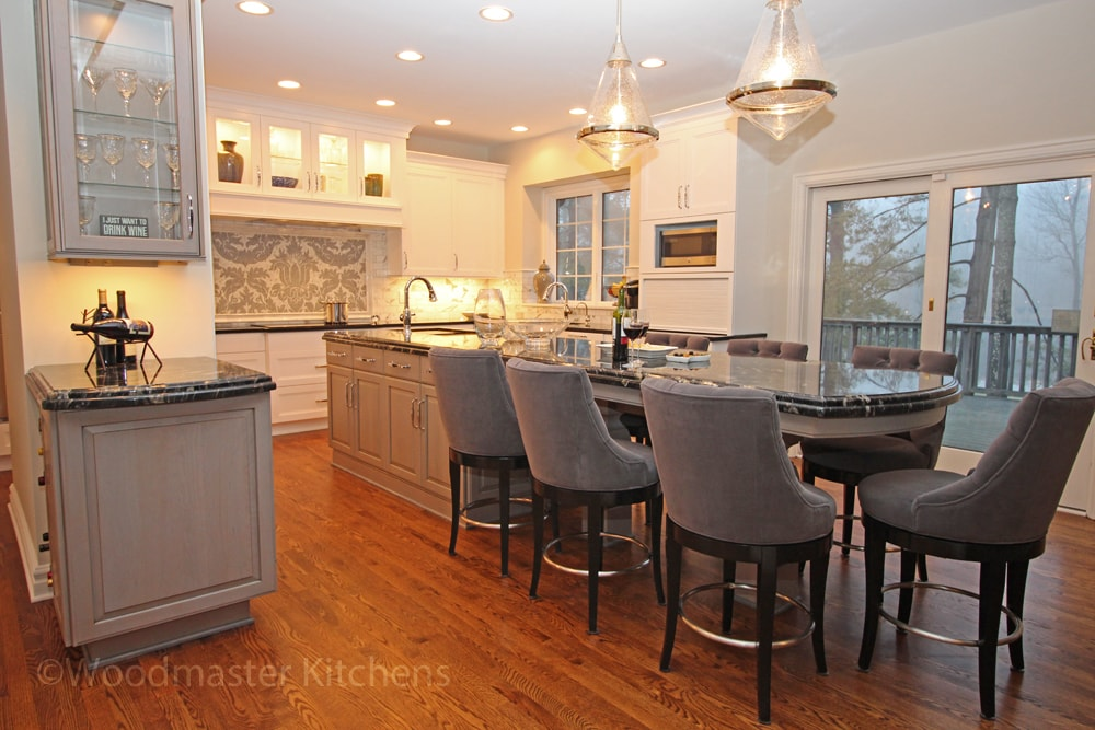Traditional kitchen design with glass pendant lights