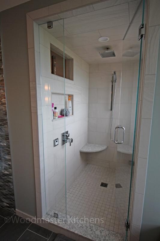 Shower design with recessed storage niche