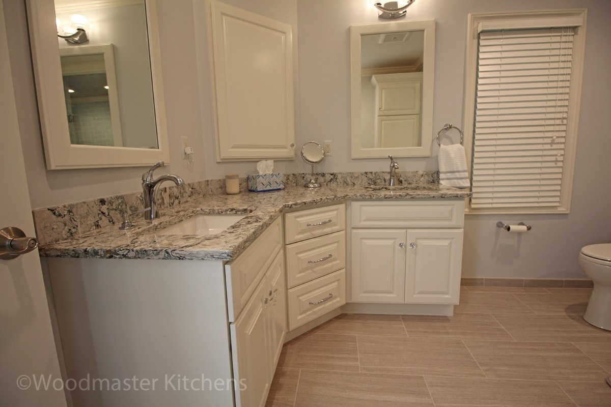 Corner vanity cabinet
