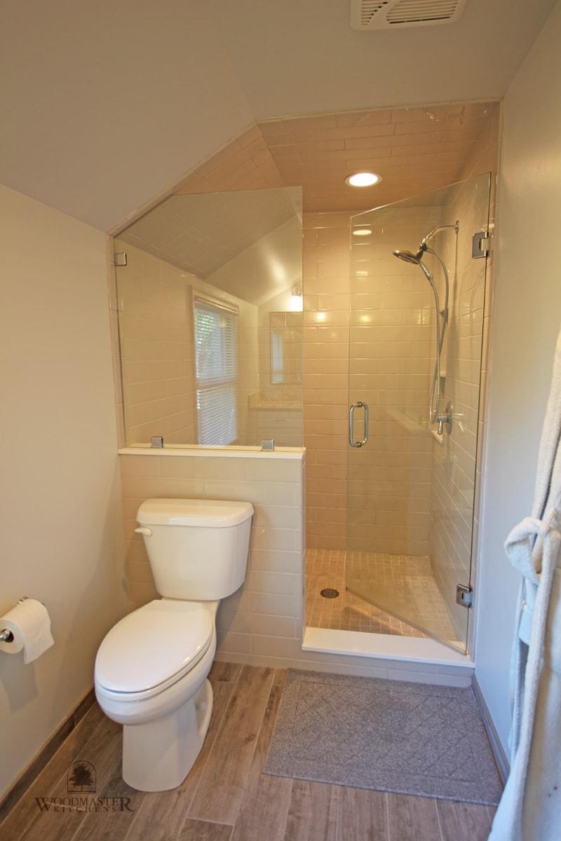 bathroom design with alcove shower