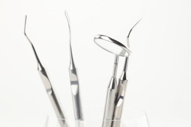 dentists--dental-mirror--mouth--teeth_3294647.jpeg