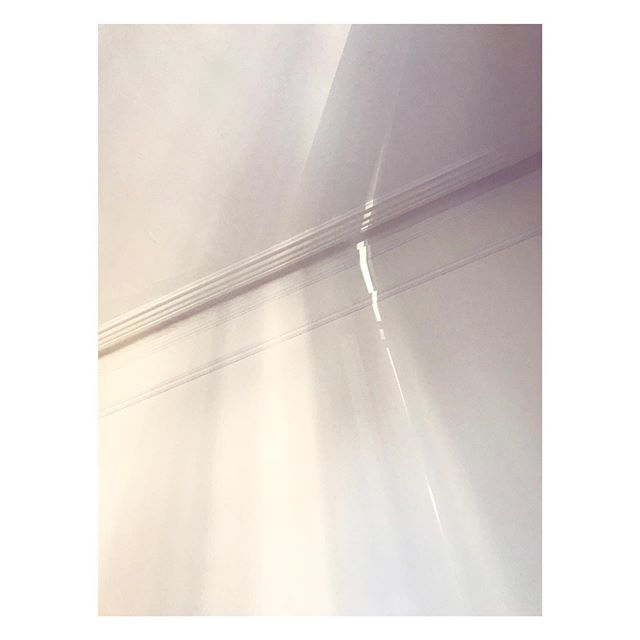 Clapton light 18:16 // Wishing it was still Sunday ✨ #light #shadow #whitewall #iphonepic