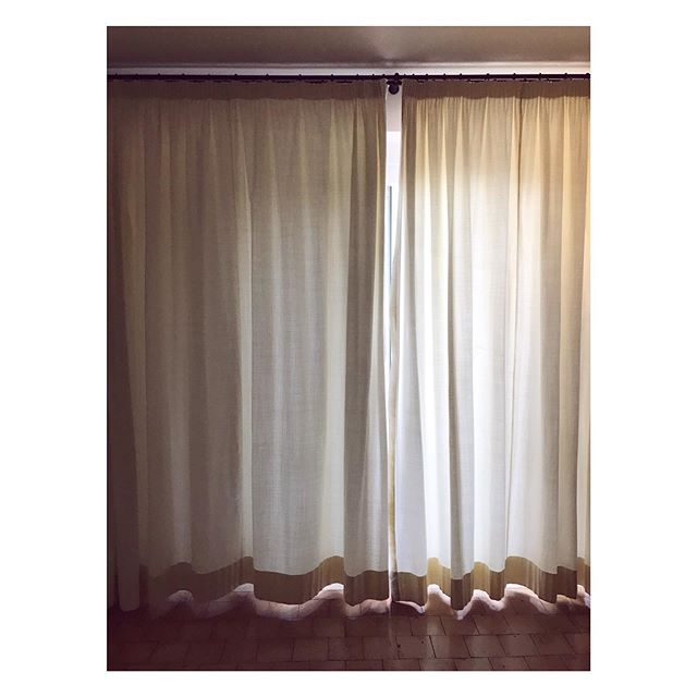 Italian drapery // Light in Argentario is different somehow ✨ #yellowandwhite #monteargentario #tuscany #travelphotography #travel #windowlight #ilpelicano