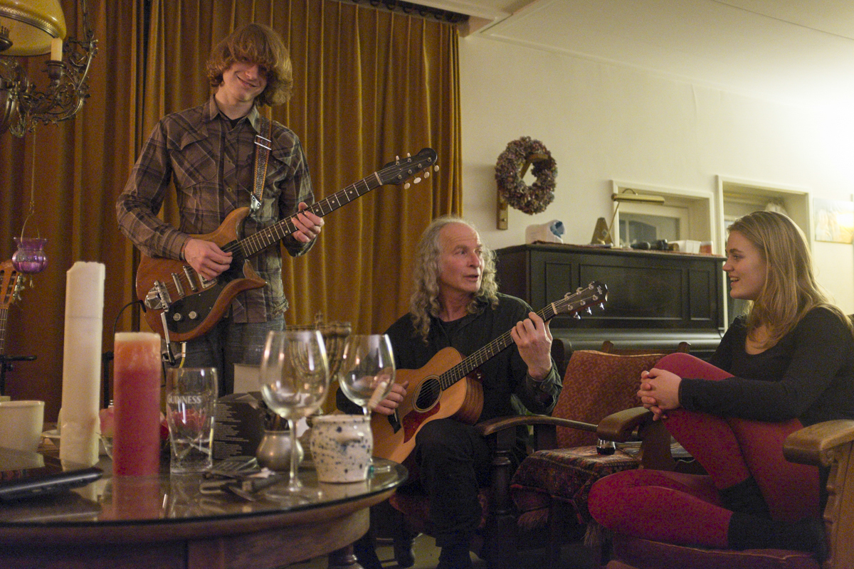 Thats Bas, Jerry and Fredericka playing some music.