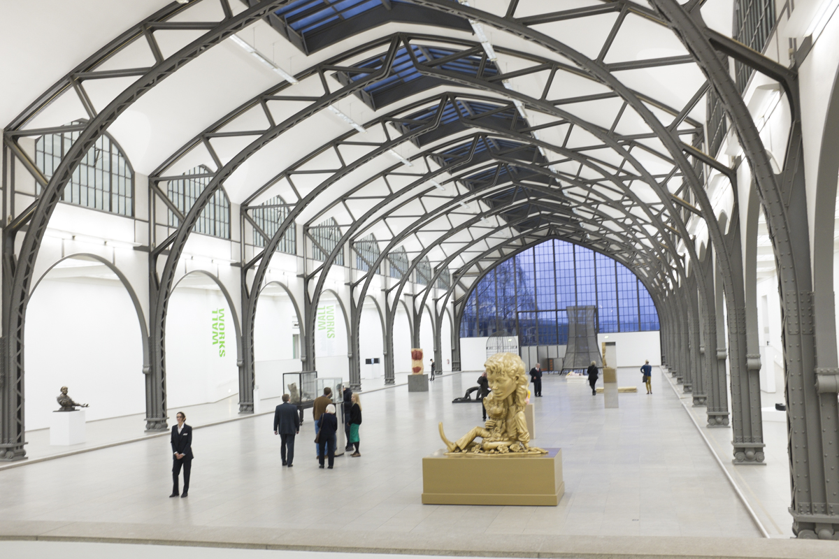This was the great hall of the station. The woman standing in the front was reenacting a piece by Tino Sehgal.