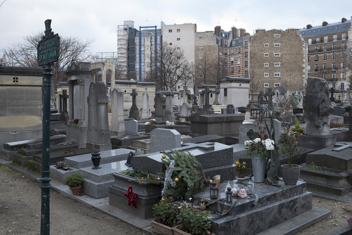The cemetery is right in the middle of the city. Theres probably like over 150 writers artists and intelligentsia buried here.