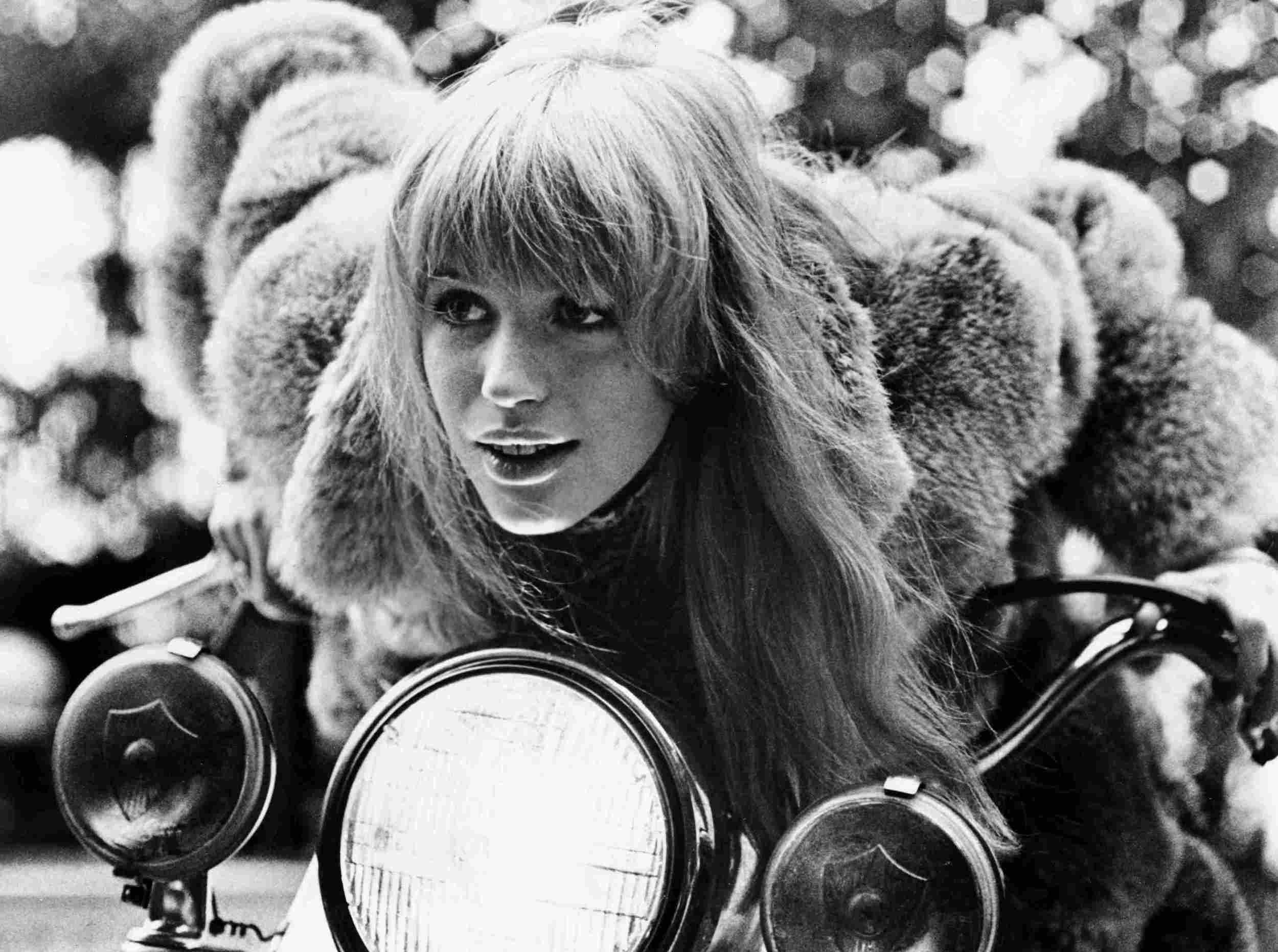 girl-on-a-motorcycle1.jpg