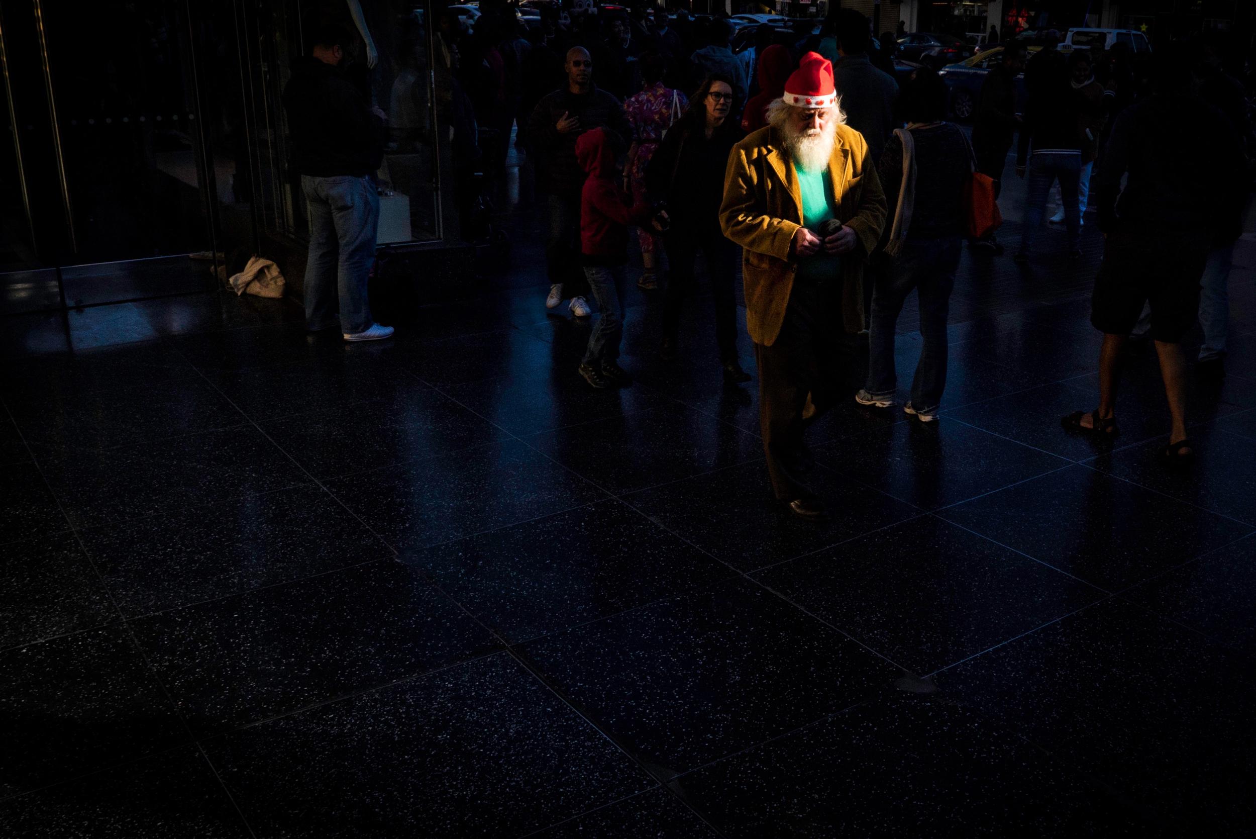 santa-claus-homeless-walking-down-hollywood-blvd.jpg