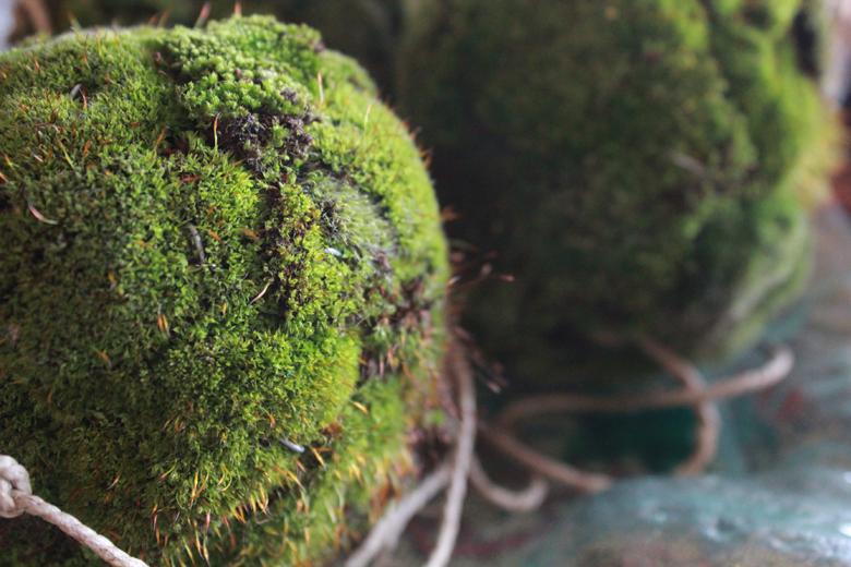 moss+balls+garland+%25283%2529.jpg