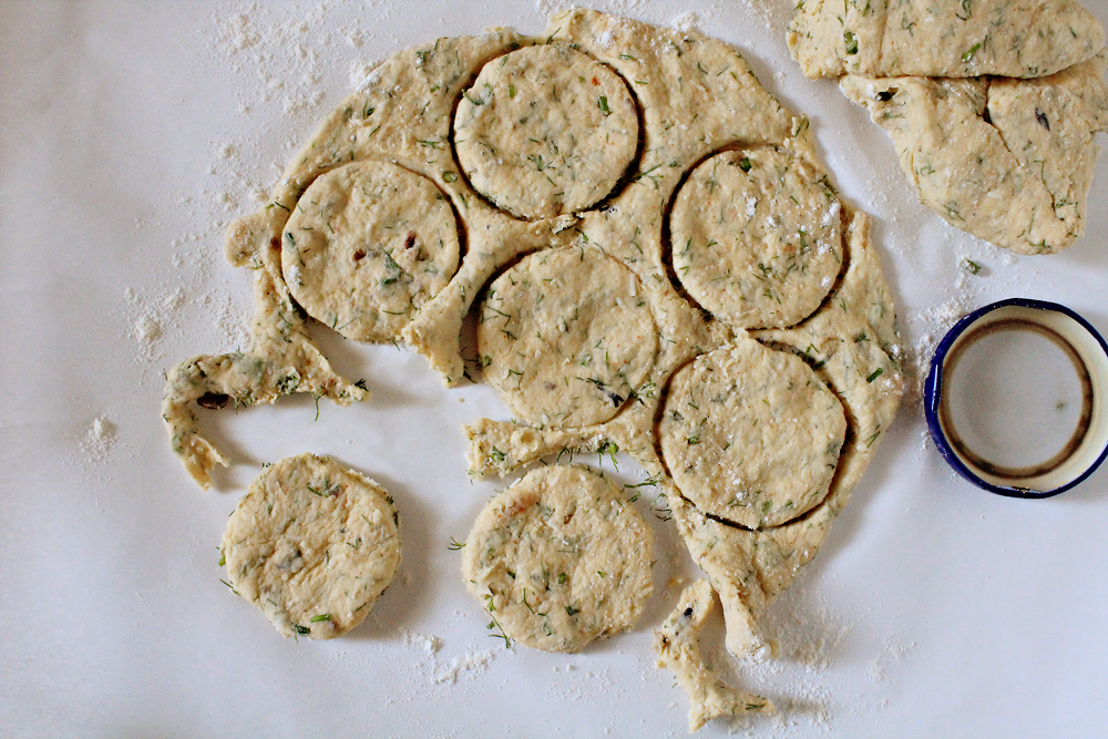 Cheesy Crackers with mushrooms, dill and rosemary
