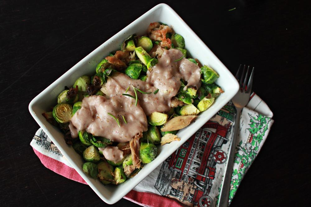 Στήθος κοτόπουλο και λαχανάκια βρυξελών στον φούρνο περιχυμένα με σως λιωμένου τυριού και κρασιού 2.jpg