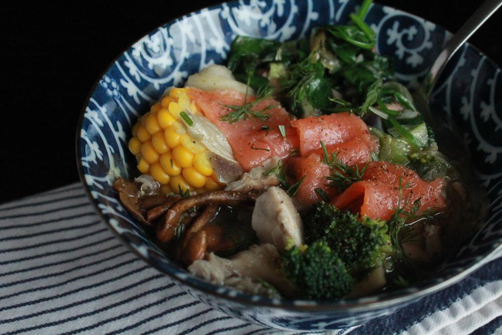 σούπα με σολωμό, μανιτάρια, μπροκολο, σπανάκι και καλαμπόκι | In Whirl of Inspiration