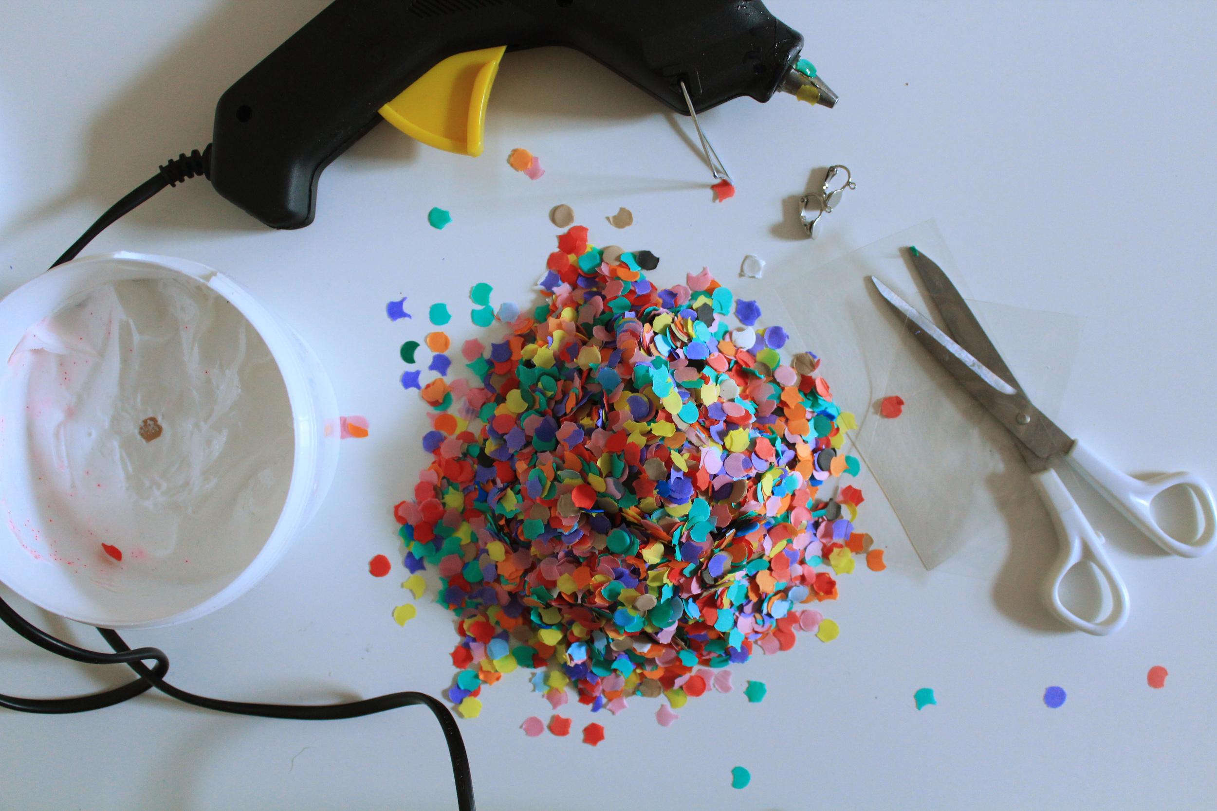 Χειροποίητα πολύχρωμα σκουλαρία με κομφετί Υλικά | In Whirl of Inspiration