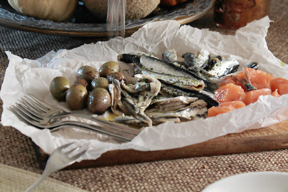 Γρήγορα και εύκολα παστά: σαρδέλα και γαύρος για δίσκο ουζομεζέδων  | από το IN WHIRL OF INSPIRATION