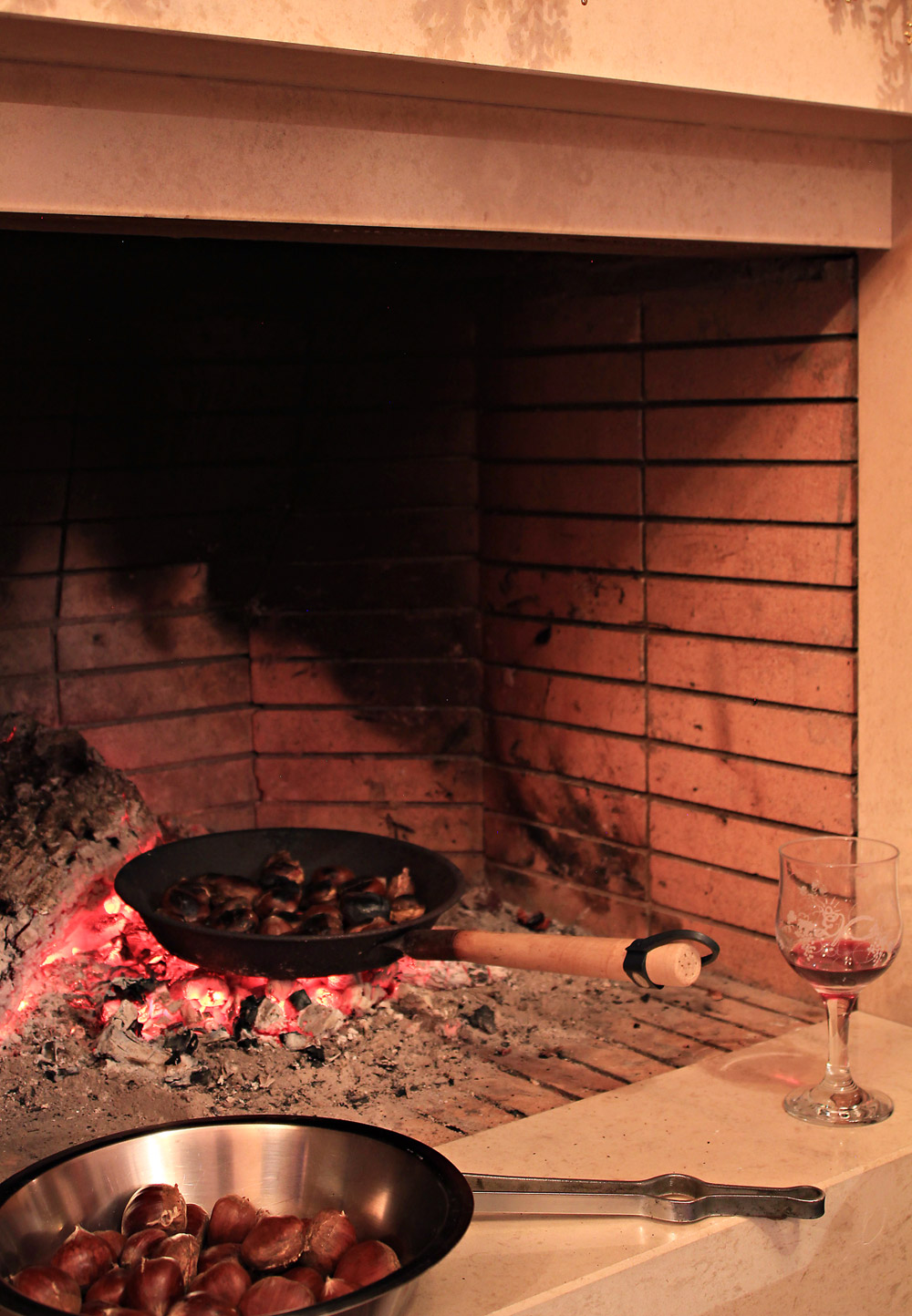 The best way to roast (& boil) chestnuts in the fireplace | from IN WHIRL OF INSPIRATION