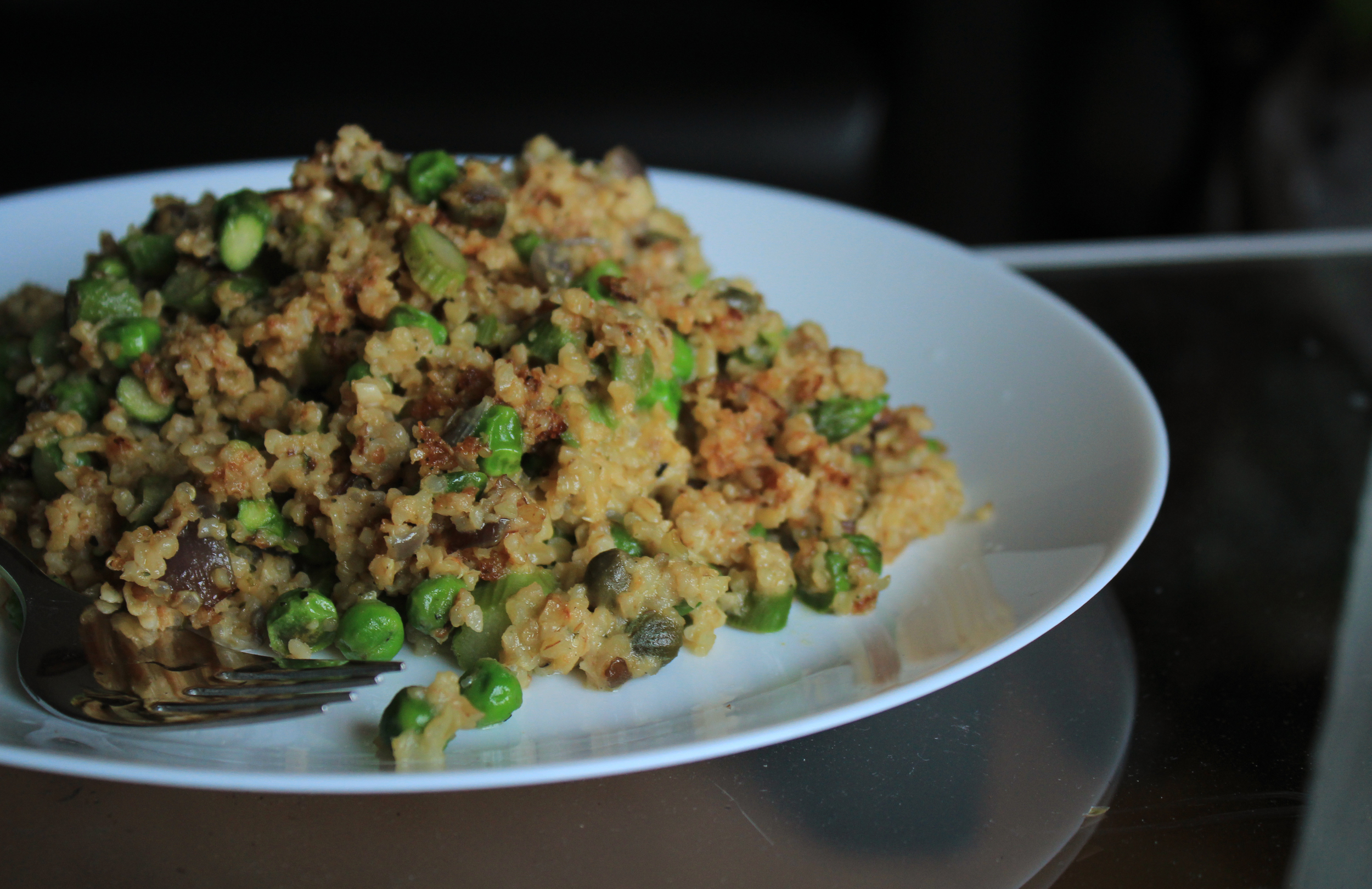 Fried bulgur with egg, asparangus, peas and scallions | by IN WHIRL OF INSPIRATION
