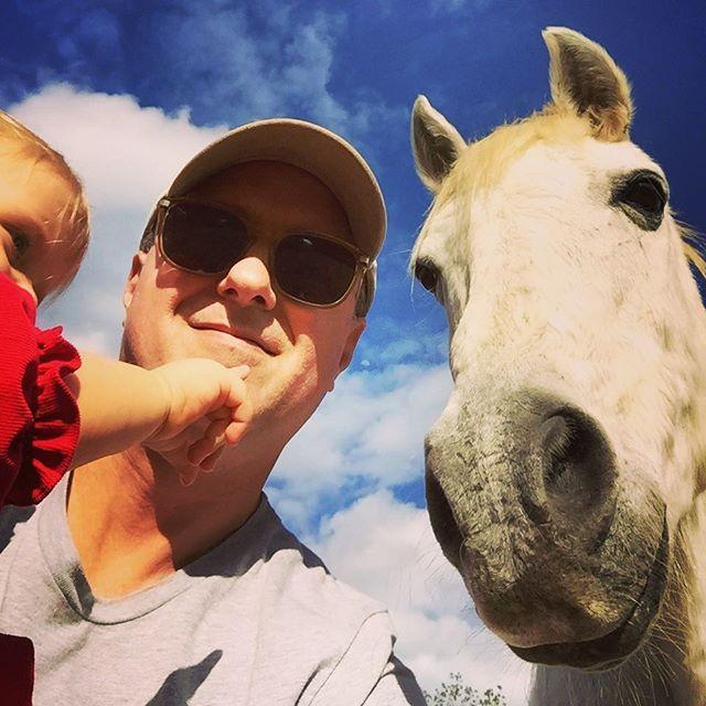 Horses like selfies too 🐴📷