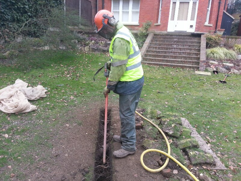 Operating the air spade