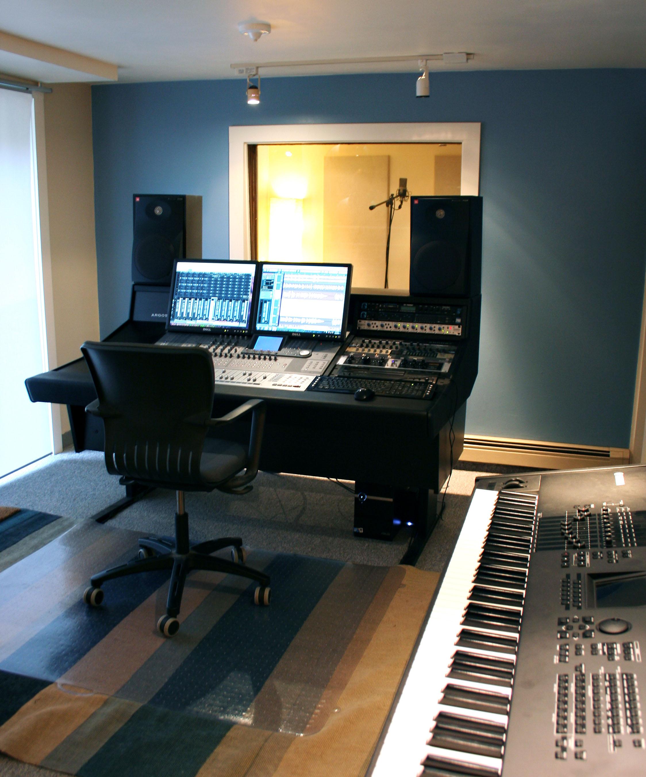 Studio-photo-crop.jpg