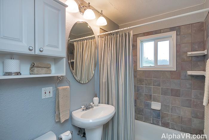 NE 40th bathroom.jpg