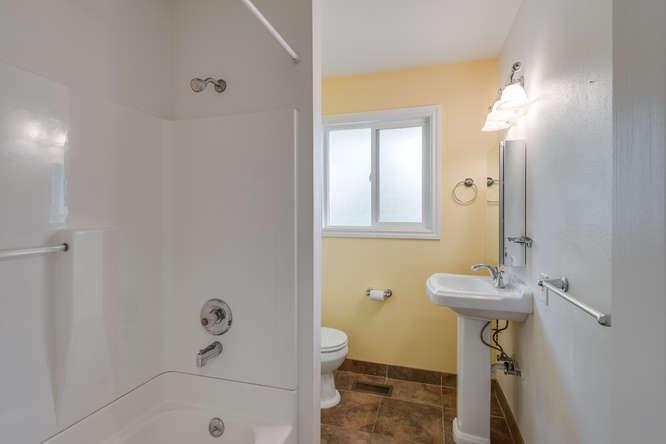 2240 SW Ecole Ave Beaverton OR-small-014-Bathroom-666x445-72dpi.jpg