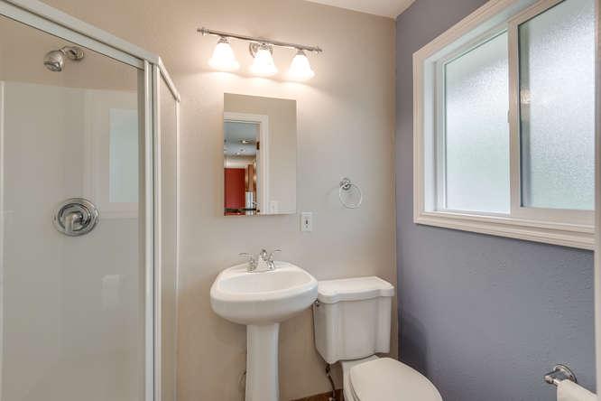 2240 SW Ecole Ave Beaverton OR-small-015-2nd Bathroom-666x445-72dpi.jpg
