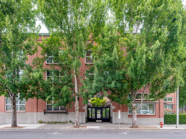 1009 NW Hoyt St Portland OR-MLS_Size-001-Front of Building-640x480-72dpi.jpg