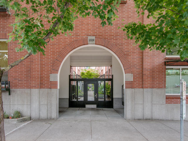 1009 NW Hoyt St Portland OR-MLS_Size-002-Front of Building-640x480-72dpi.jpg