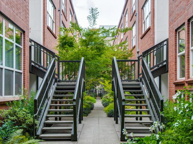 1009 NW Hoyt St Portland OR-MLS_Size-003-Courtyard-640x480-72dpi.jpg
