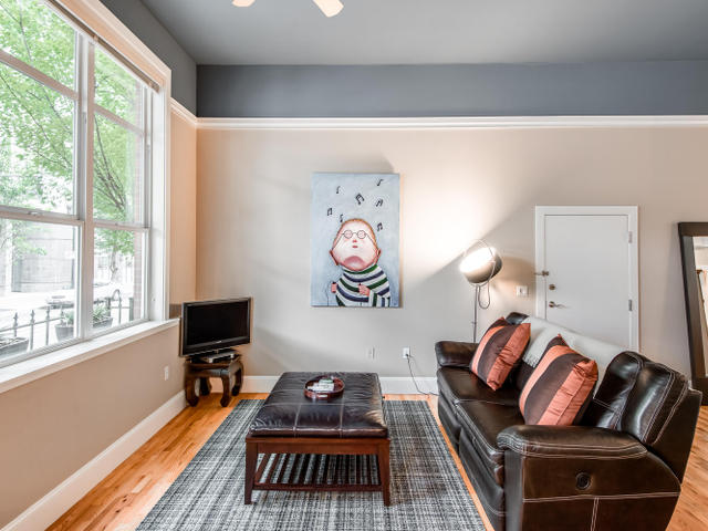 1009 NW Hoyt St Portland OR-MLS_Size-005-Living Room-640x480-72dpi.jpg