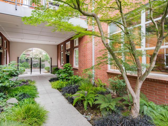1009 NW Hoyt St Portland OR-MLS_Size-004-Courtyard-640x480-72dpi.jpg