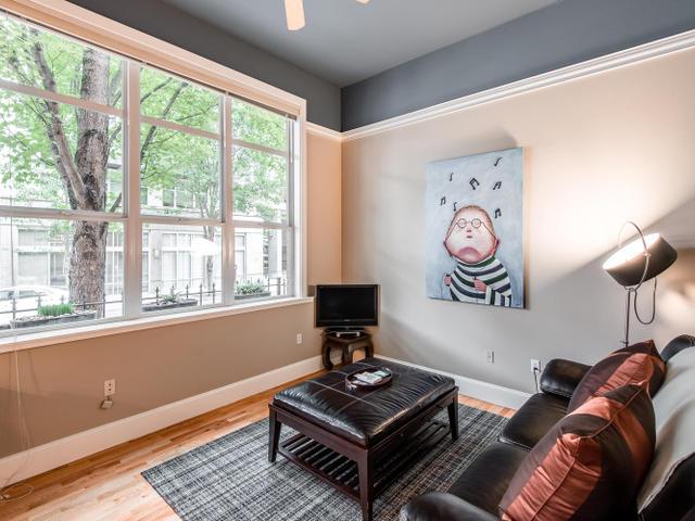 1009 NW Hoyt St Portland OR-MLS_Size-006-Living Room-640x480-72dpi.jpg
