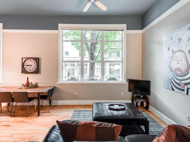 1009 NW Hoyt St Portland OR-MLS_Size-007-Living Room-640x480-72dpi.jpg