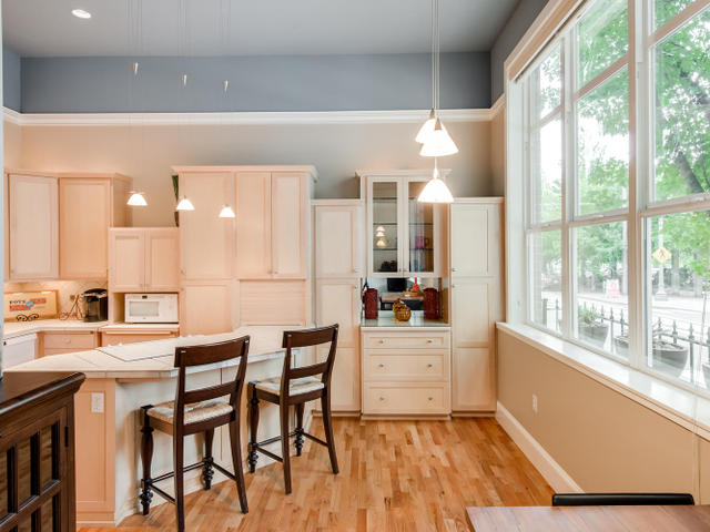 1009 NW Hoyt St Portland OR-MLS_Size-011-Kitchen-640x480-72dpi.jpg