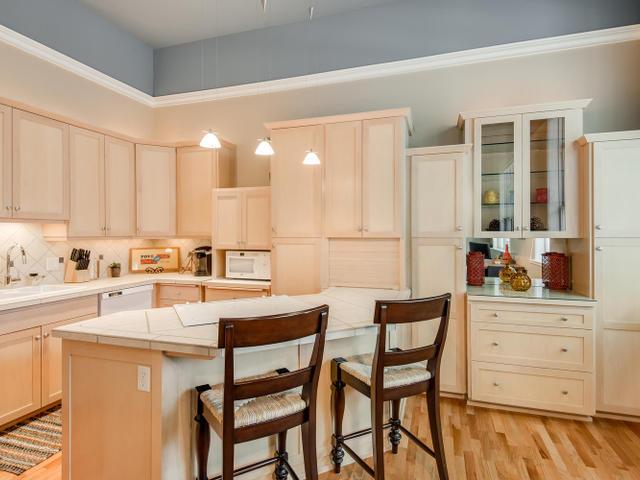 1009 NW Hoyt St Portland OR-MLS_Size-012-Kitchen-640x480-72dpi.jpg