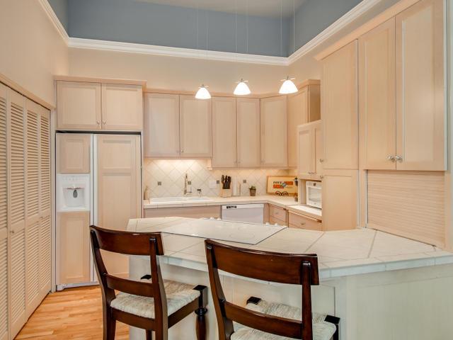 1009 NW Hoyt St Portland OR-MLS_Size-013-Kitchen-640x480-72dpi.jpg