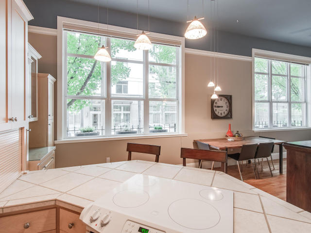 1009 NW Hoyt St Portland OR-MLS_Size-014-Kitchen-640x480-72dpi.jpg