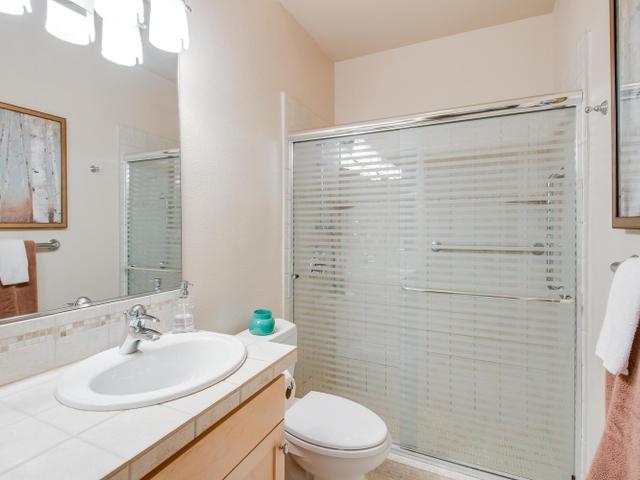 1009 NW Hoyt St Portland OR-MLS_Size-015-Bathroom-640x480-72dpi.jpg