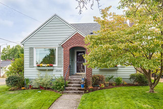 3840 NE 71st Ave Portland OR-print-002-4-Front of Home-4200x2804-300dpi.jpg