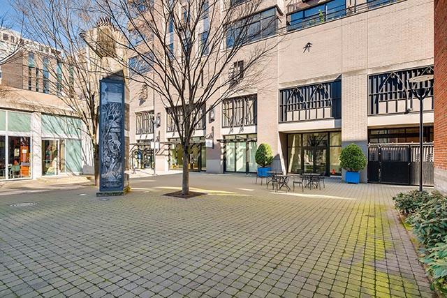 333 NW 9th Ave Portland OR-print-026-21-Courtyard-2700x1802-300dpi.jpg