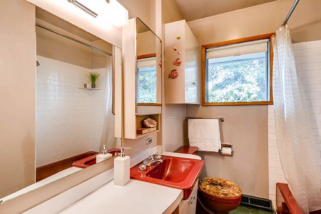 7845 N Decatur St Portland OR-print-019-18-Bathroom-2700x1800-300dpi.jpg