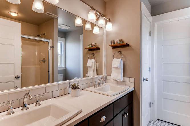 9578 N Burr Ave Portland OR-small-017-12-2nd Floor Master Bathroom-666x444-72dpi.jpg