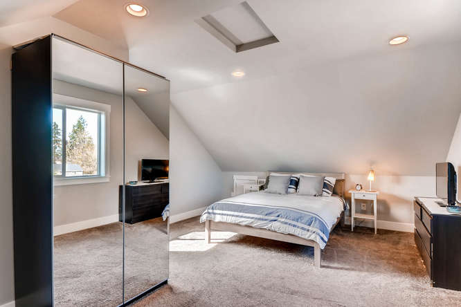 9578 N Burr Ave Portland OR-small-023-11-3rd Floor Bedroom-666x444-72dpi.jpg