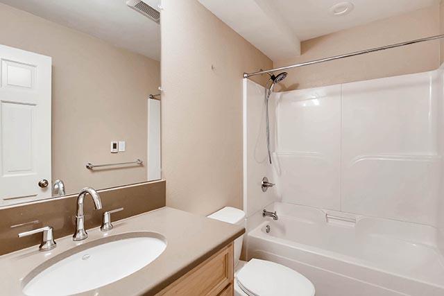 4234 SW Westdale Dr Portland-print-025-19-Lower Level Bathroom-2700x1800-300dpi.jpg