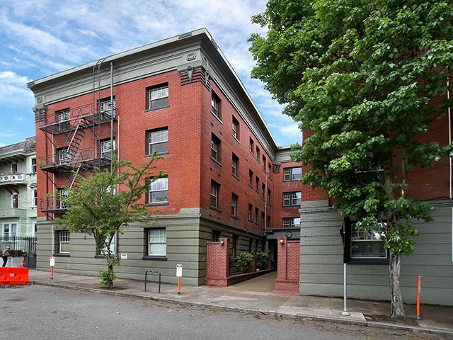 2901 NW Irving St - Portland - Irving Street Towers Condominiums - 006.jpg