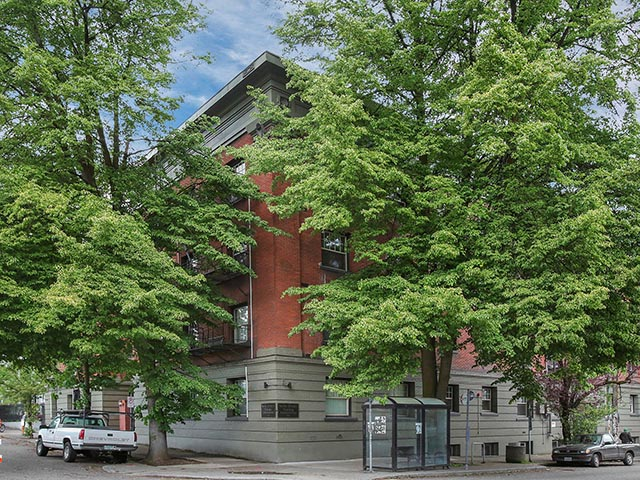 2901 NW Irving St - Portland - Irving Street Towers Condominiums - 003.jpg