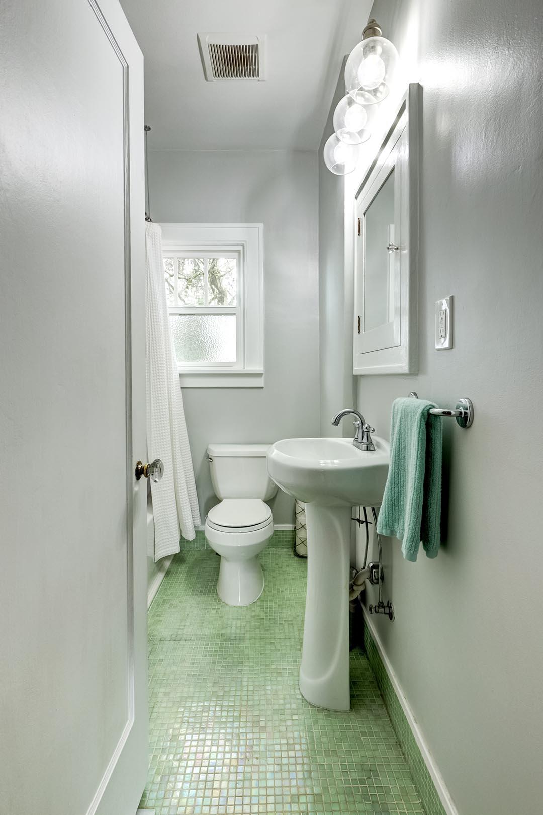 Bathroom-005.jpg